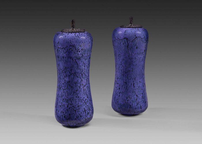 paire amphores ceramiques silhouette indigo couvercle bronze